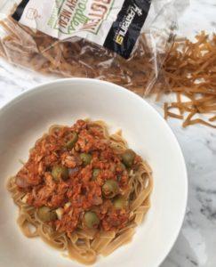 Testenine v paradižnikovi omaki s tuno